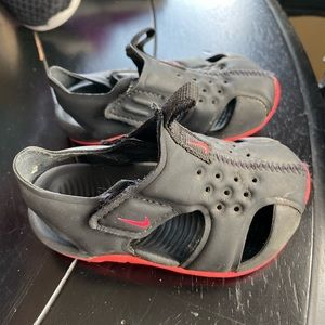 Kids Nike water shoes Size 4